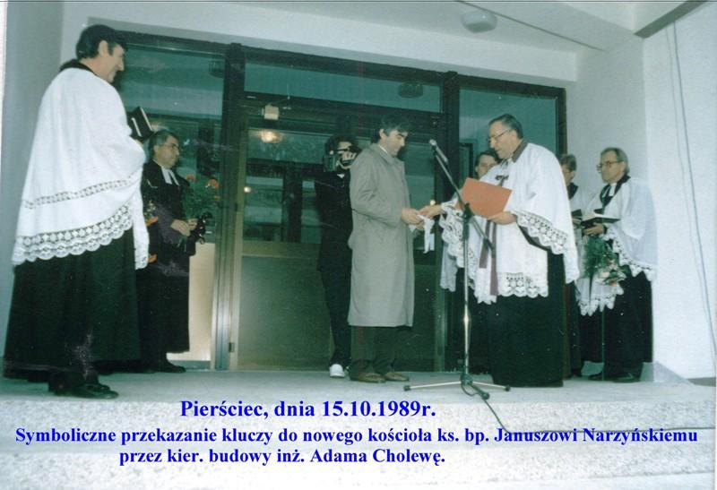 1989-r-powicenie-nowego-kocioa-wrcz-kluczy-a-cholewa-bp-j-narzyskiemu