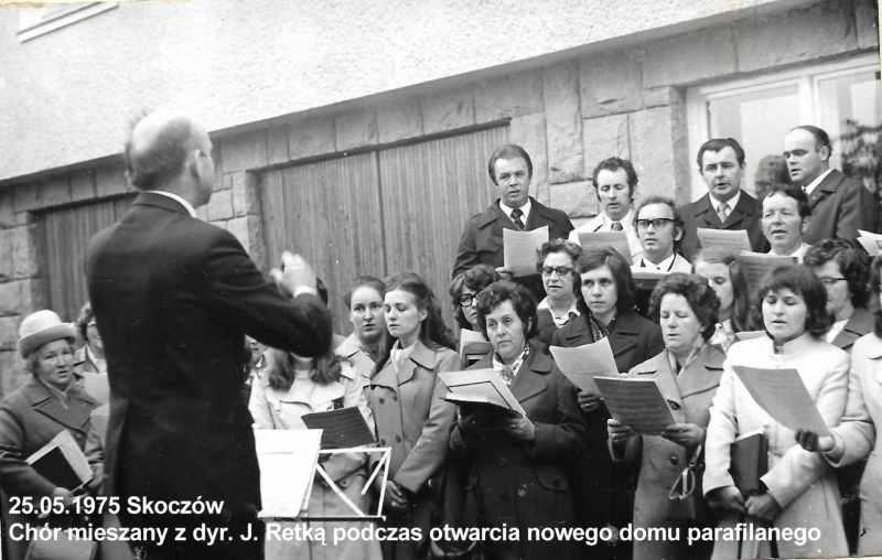 1975. Uroczyste otwarcie  bud parafialnego