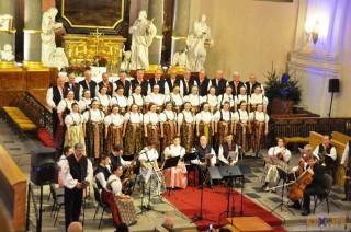 Chór jubileuszowy podczas koncertu kolęd w Kościele Jezusowym 04.01.15